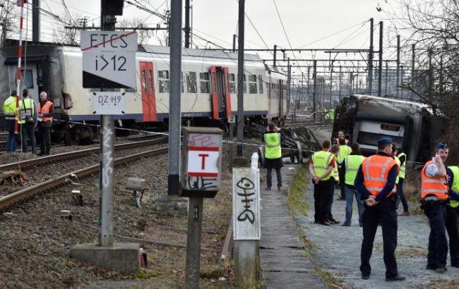 Фото: в Бельгии сошел с рельсов поезд