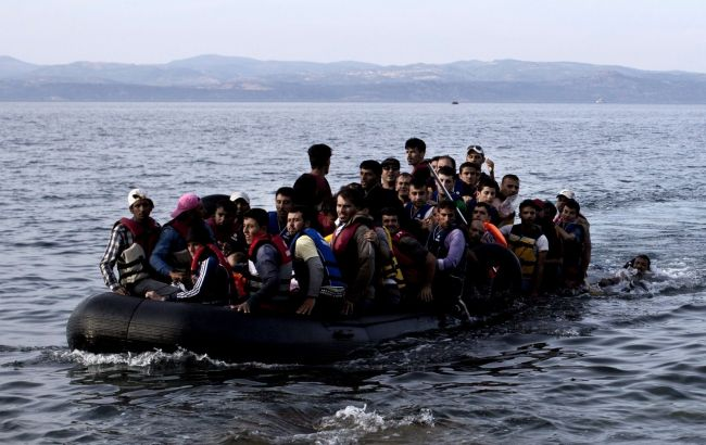 Беженцы нанадувной лодке утонули уберегов Греции