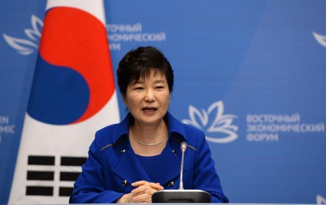 22:19 В Южной Корее арестовали бывшего президента Пак Кын Хе