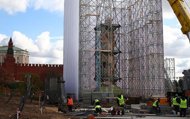 Фото: Встановлення пам'ятника князю Володимиру в Москві (interfax.ru)
