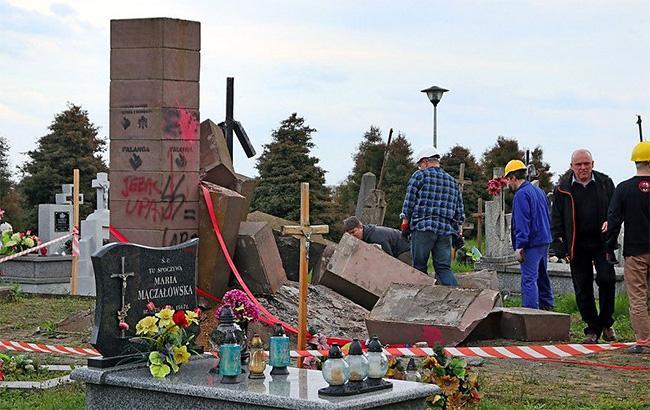 Фото: в Польше разрушили памятник воинам УПА (portalprzemyski.pl)