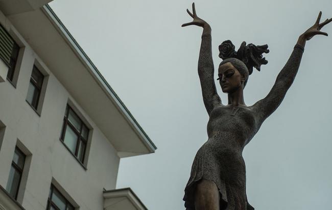 Фото: Пам'ятник Майї Плісецької (ntv.ru)