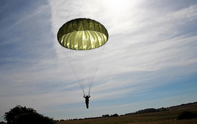 Фото: Українські парашутисти виконали мрію загиблого в АТО друга (pixabay.com/GuentherDillingen)