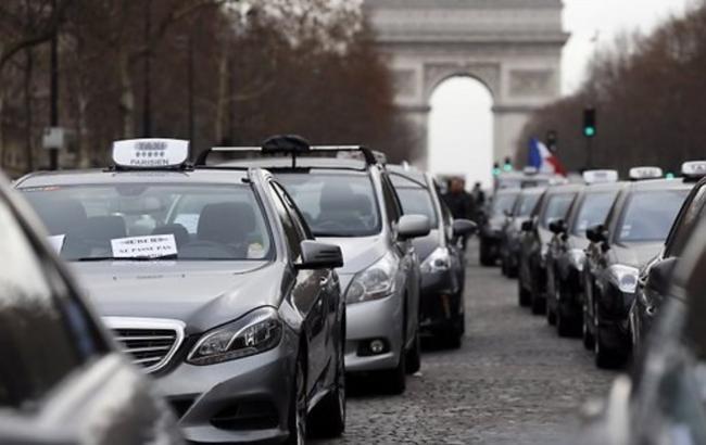 Фото: забастовка парижских таксистов