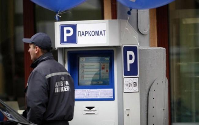 Фото: парковочное пространство в столице Украины (КиевVласть)