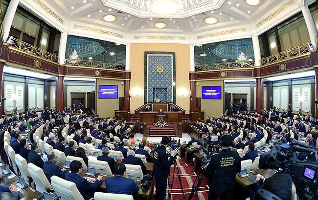 Парламент Казахстану перейменував столицю