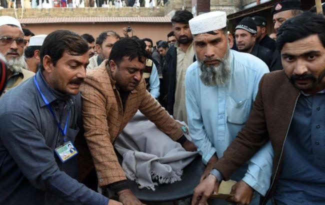 Фото: в результаті підриву смертника у Пакистані загинули щонайменше 22 людини