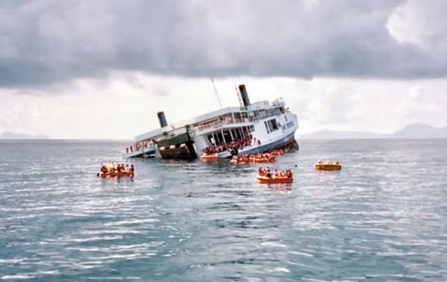 В Китае перевернулось судно с 400 пассажирами на борту
