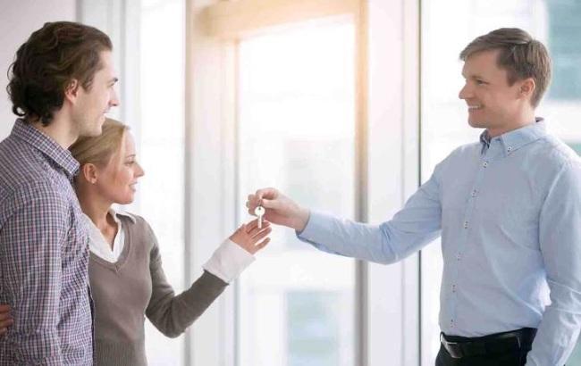 Сдавать квартиру самостоятельно или через риэлтора?