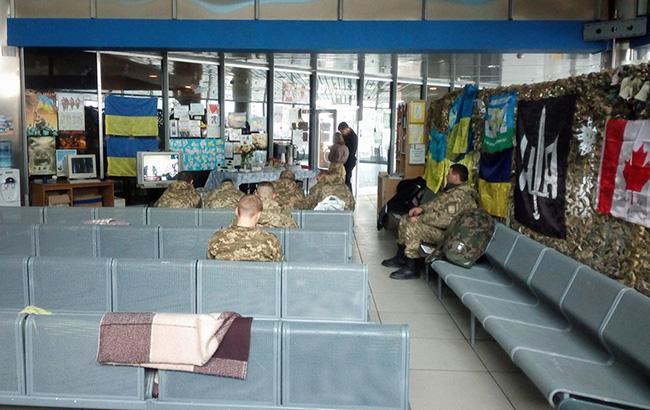 """""""Не вистачає людей"""": в мережі розповіли про волонтерський пункт на столичному вокзалі (фото)"""