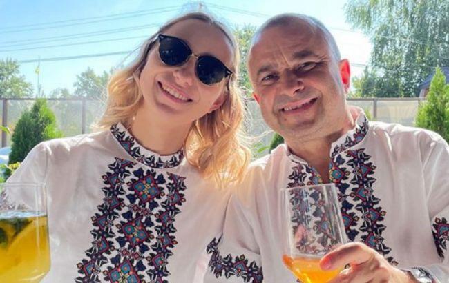 Віктор Павлик разом з дружиною в вишиванках охрестили сина (фото)