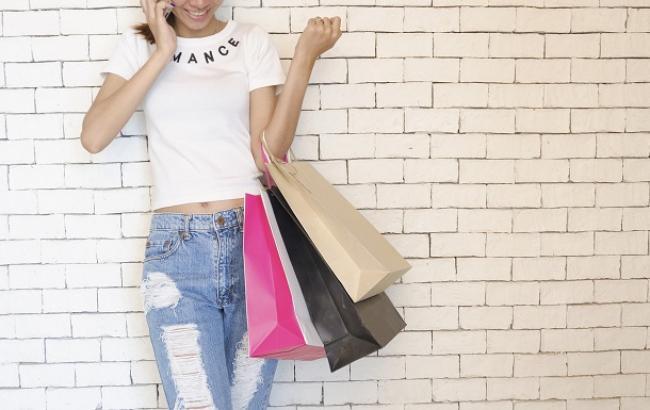 Две стратегии: что купить на новогодней распродаже