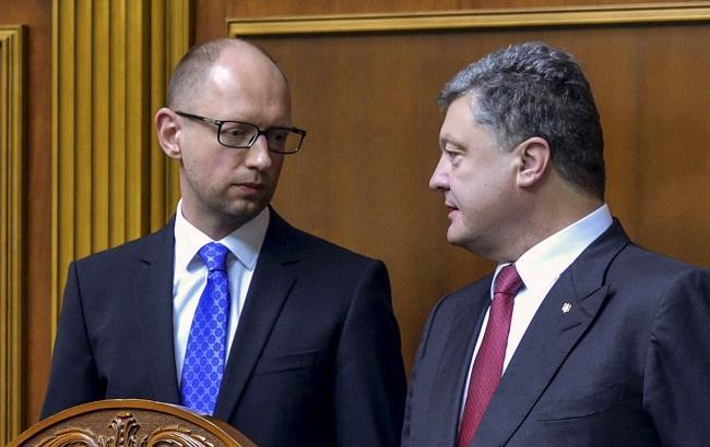 Президент Петр Порошенко и премьер Арсений Яценюк сливаются в единый блок и в августе поделят округа