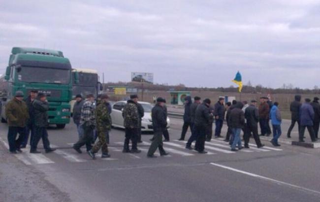 Фото: трасу Київ-Харків перекривали протестуючі