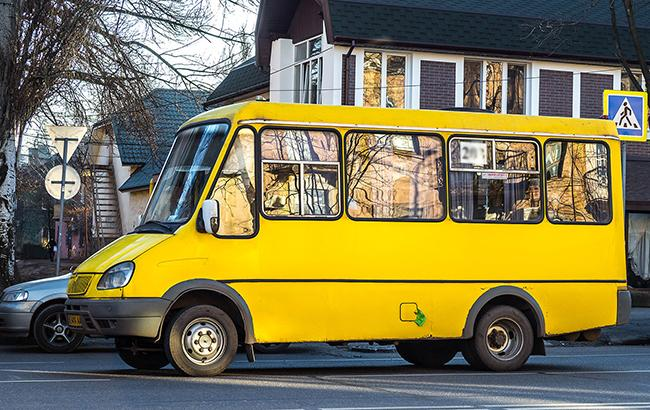 У Київській області 15-річна школярка випала з маршрутки на повному ходу  (12.99 17) 0575b6a6b9c7e