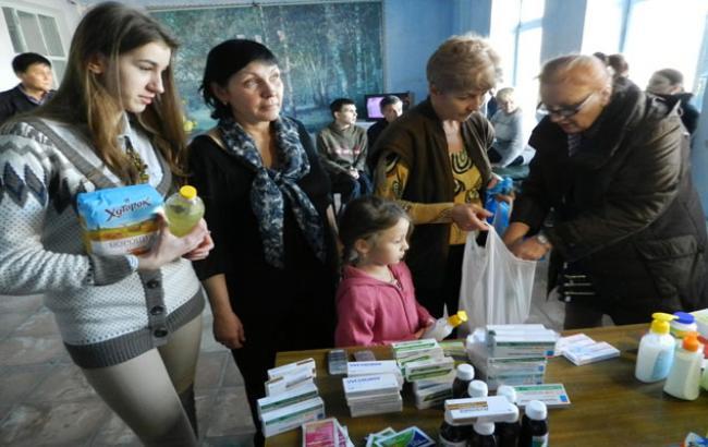 Фото: Переселенці з Донбасу отримують гуманітарну допомогу (ksza.ks.ua)