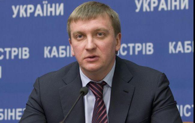 В эти дни решается вопрос относительно безвизового режима с ЕС, - Петренко