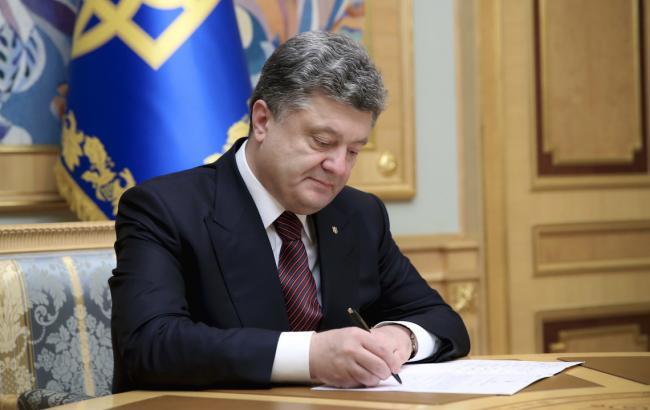 Фото: Порошенко ветировал закон о моратории на штрафы для предприятий ТЭК