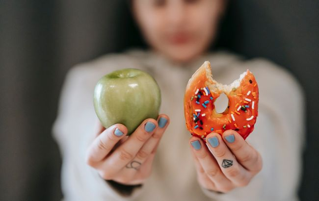 Чем не стоит перекусывать: диетолог назвала топ-5 провальных вариантов