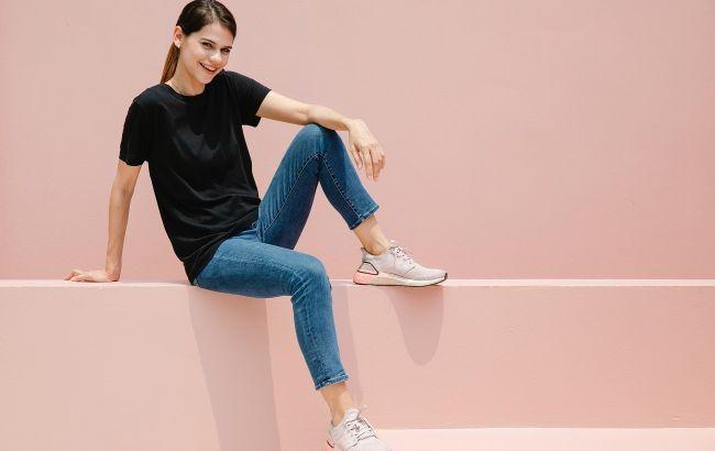 Тонкая грань: стилист рассказала, как выбрать обувь в спортивном стиле