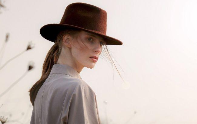 Береты, бини и шляпы: стилист показала модные головные уборы на осень