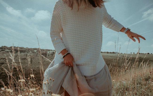Фатин, трикотаж и плиссе: стилист показала самые модные юбки этой осени