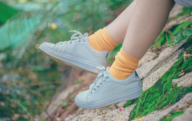 Голые щиколотки или носки? Стилист рассказала, с чем правильно сочетать обувь