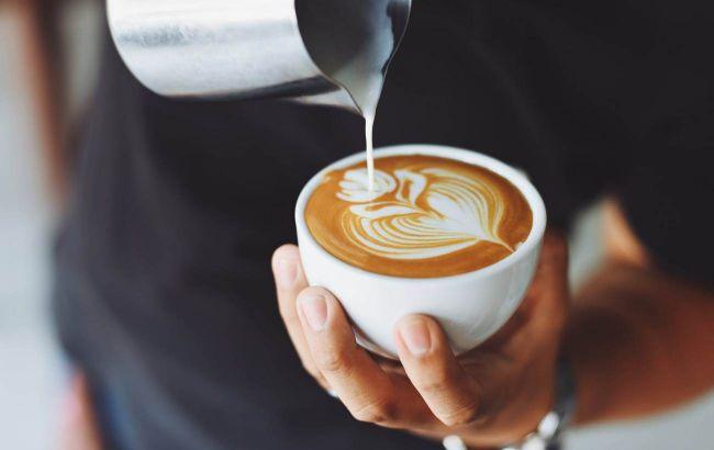 Кероб, матча, ройбуш: лікар назвала, чим замінити каву, щоб було корисно