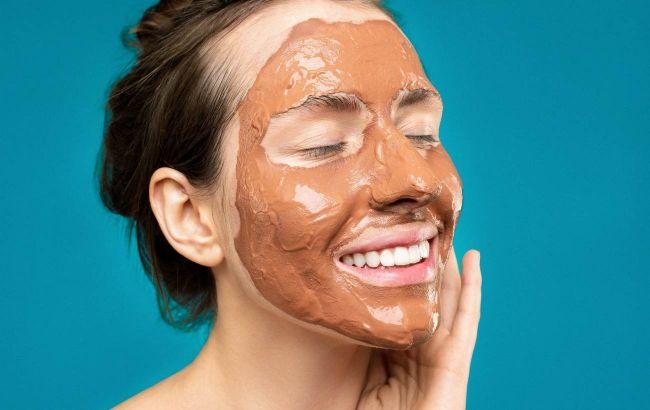 Не дайте глине высохнуть: косметолог раскрыла секреты домашнего ухода за кожей