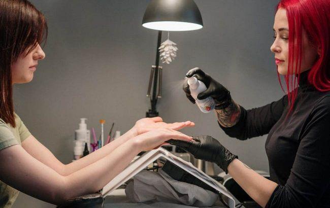 Небезпечний манікюр: експерт розповіла, чим шкідливі УФ-лампи для сушіння гель-лаку