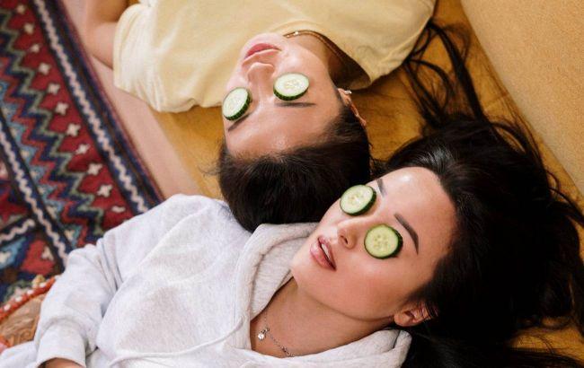 Легкие гели и массаж: косметолог рассказала, как поменять уход за лицом и телом летом