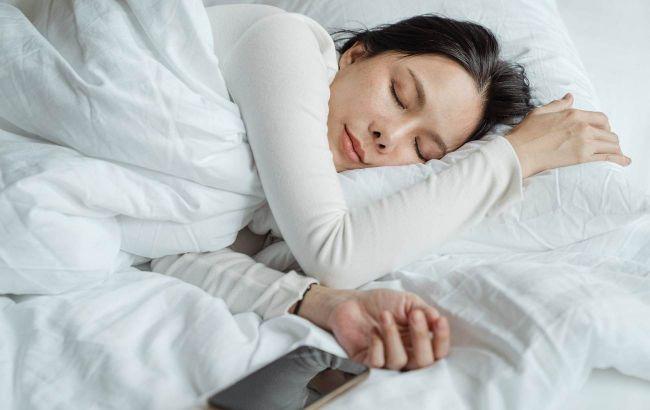 Кроме подсчета овечек: эксперт дала простую методику, которая поможет уснуть за 15 минут