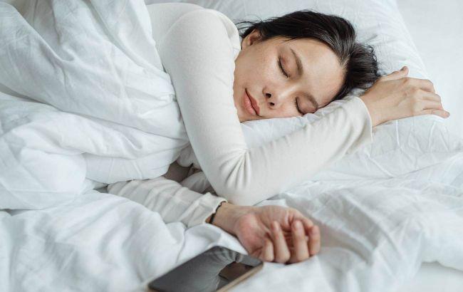 Нічні пробудження багато розкажуть про здоров'я: лікар пояснила, як налагодити сон