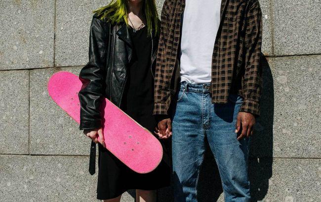 Облягаюча шкірянка - вже не в тренді: яку шкіряну куртку варто вибирати в 2021
