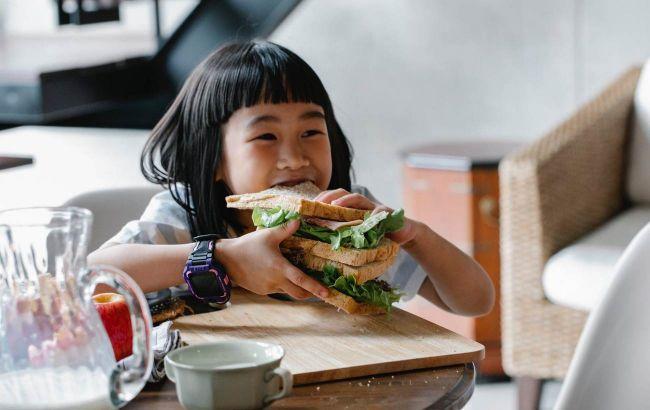 Детям вместо фастуда: нутрициолог дала рецепт простого и полезного бутерброда