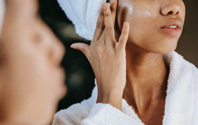 Для людей с жирной кожей: косметолог рассказала, как избавиться от черных точек