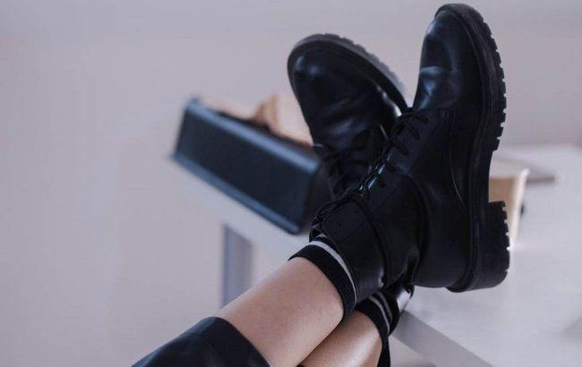 Топ кращих образів: стиліст показала, з чим носити грубі черевики восени