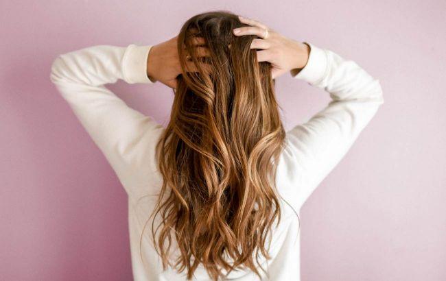 Загрожує випаданням волосся: косметолог назвала 7 причин, чому болить шкіра голови