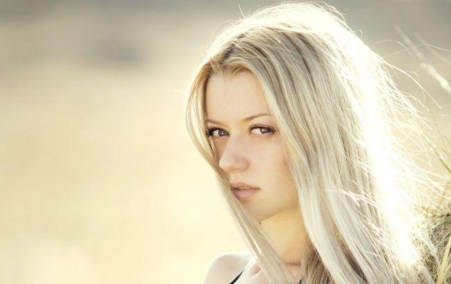 Блондинкам на заметку: как правильно ухаживать за осветленными волосами
