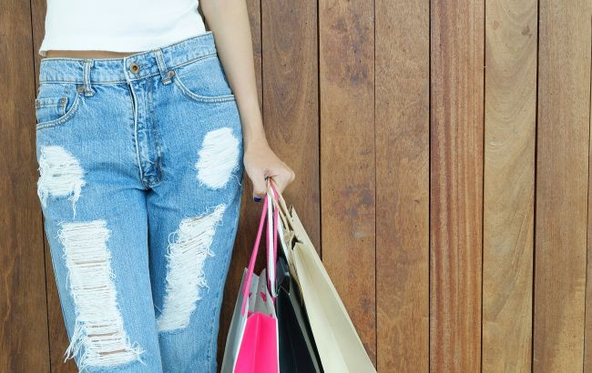 Лампаси і шкіра: стиліст назвала актуальні штани весни 2021