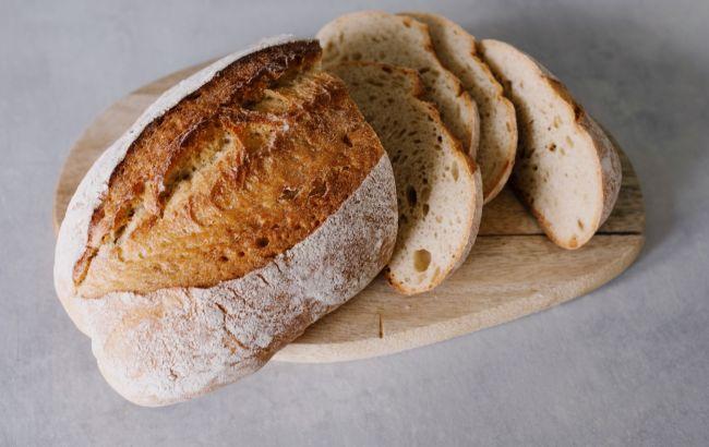 """У Дніпрі чоловік купив хліб з мочалкою всередині: фото """"сюрпризу"""""""