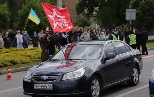У Запоріжжі стались сутички через автопробіг з червоними прапорами