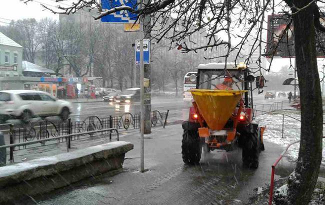 Фото: уборка дорог Киева (kyivcity.gov.ua)