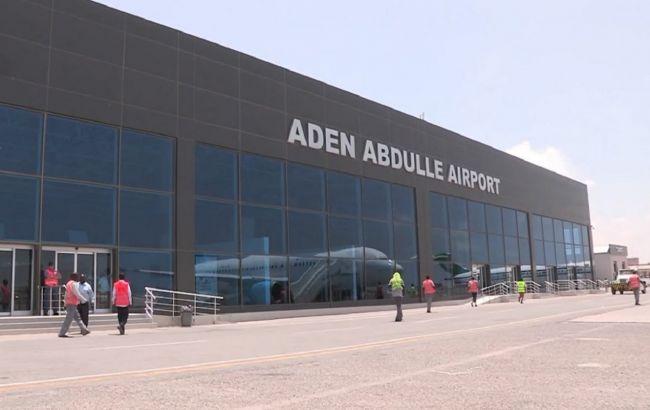 В аэропорту Йемена прогремел мощный взрыв в момент прибытия правительства