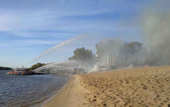 В Гідропарку в Києві горить пляжний комплекс