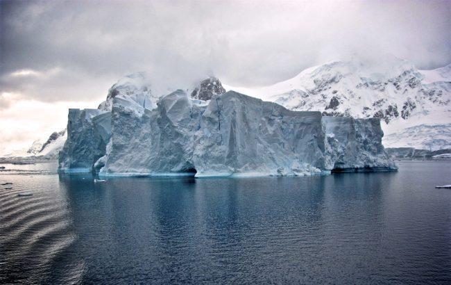 Жителів села в Гренландії евакуювали через гігантський айсберг