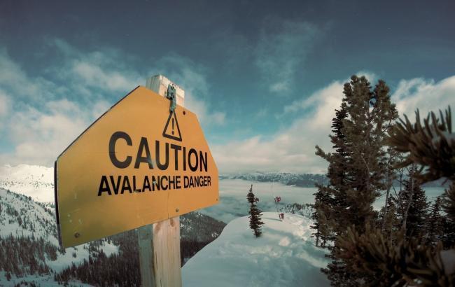 Фото: предупреждения о лавине (unsplash.com/Nicolas Cool)