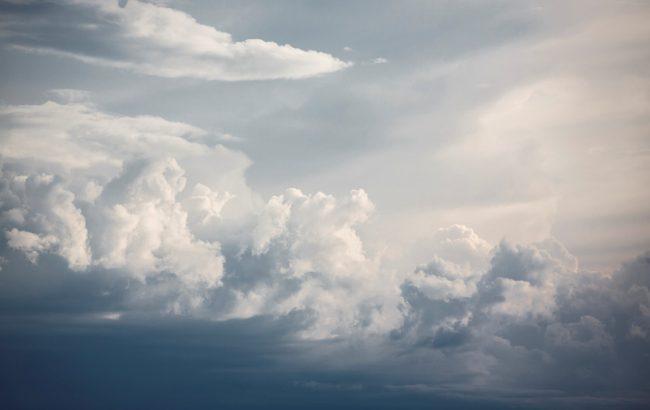 Фото: облачно (unsplash.com/Artem Anokhin)