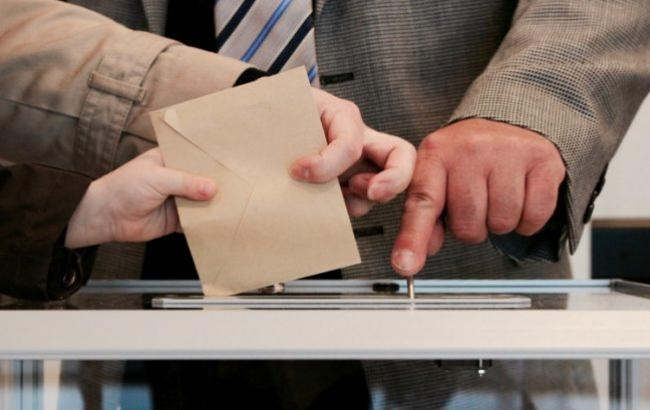 У Чехії підраховують голоси у першому турі президентських виборів