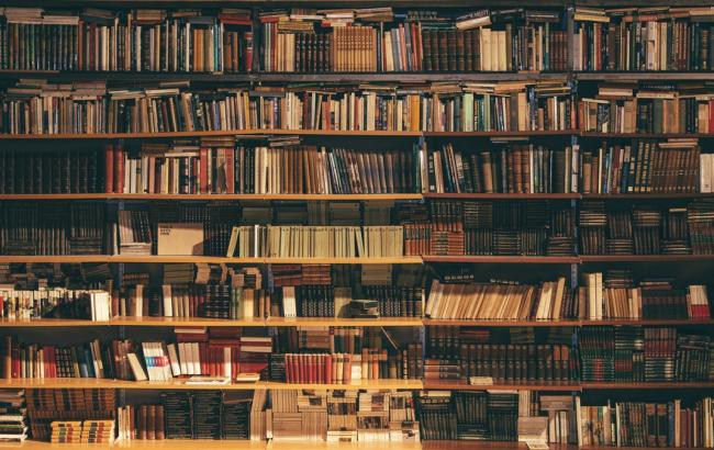 """""""Параліч нації"""": в Дніпрі масово знищують бібліотеки"""